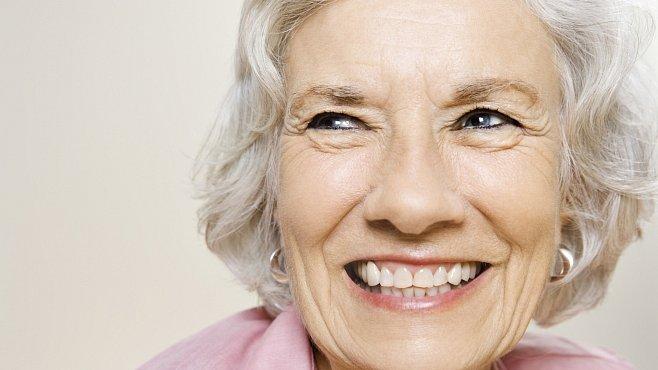 Žijeme déle, ale roky navíc trávíme bojem s nemocemi. Zjistil celosvětový průzkum