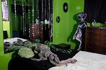 Výzdoba s tématem mimozemšťanů v jednom pokoji v nevěstinci Stardust Ranch ve městě Ely.