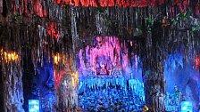 OBRAZEM: Podzemní jeskyně ve Vietnamu ukrývají nápisy z vietnamské války, ale i současná obydlí