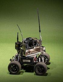 Steve Winter vzal s sebou do Indie toto na míru vyrobené auto s fotoaparátem s cílem zachytit tygry novým způsobem.