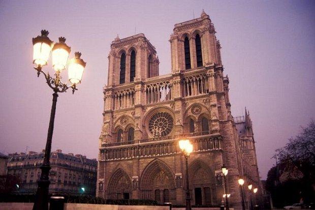 Prohlédněte si Notre Dame na 16 vybraných fotografiích z našeho archivu