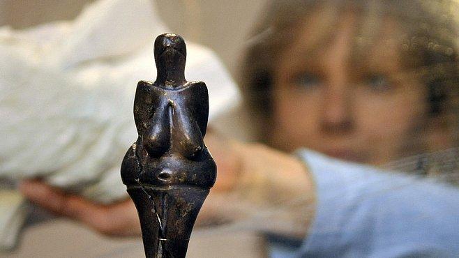 Umění doby ledové v Britském muzeu pamatuje mamuty. Nechybí ani naše Věstonická venuše