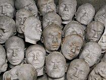 Masky domorodců z Niasu, ostrova na západním pobřeží indonéské Sumatry. The Holandský antropolog J. P. Kleiweg de Zwaan je pořídil v roce 1910 v rámci studie diversity. UNIVERSITEITSMUSEUM UTRECHT, N