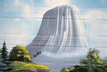 Obraz wyomingské skály Ďáblova věž funguje jako poutač společnosti Tower Stool ve Faithu vJižní Dakotě. Místní umělec Norman Blue Arm ho namaloval na garážová vrata firmy.FOTO: REBECCA NORRISOVÁ WEBB