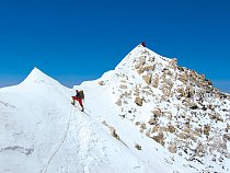 Výška téměř 8 500 m, a já lezl jen v triku a mikině. Až na vrchol!