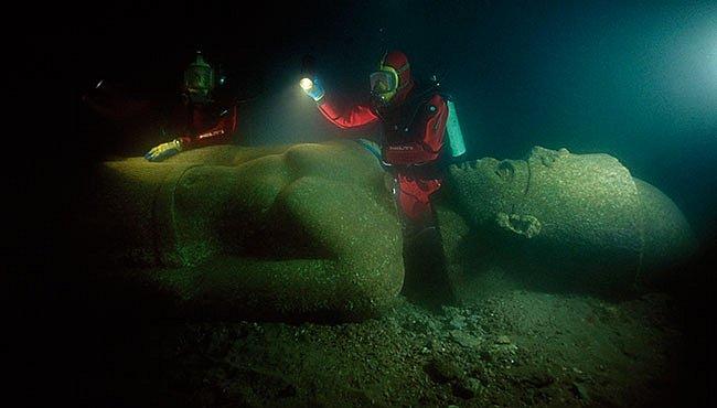 """Moře vydává poklady egyptské """"Atlantidy"""""""