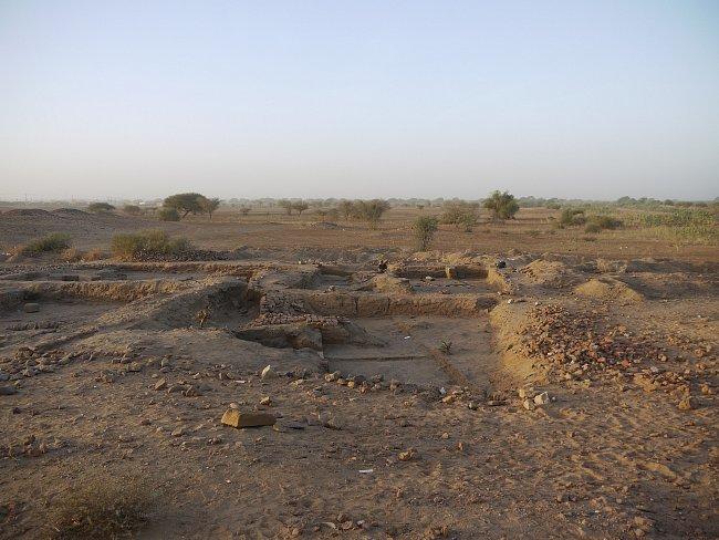 Zkoumaná část archeologické lokality Wad Ben Naga