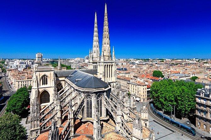 Historické město Bordeaux nabízí nejen kvalitní víno, ale inejvětší dunu vEvropě.