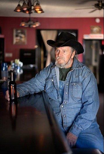 """Bobby McShane pracuje vBig Four Ranch patnáct let jako šéf údržby. """"Mám rád tohle místo, má dlouhou historii a já znám každý kout této budovy,"""" říká. """"Je pravda, že je Route 50mrtvá a izolovaná. Ale není opuštěná."""""""