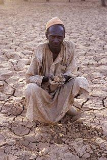 Súdán, třetí největší africká země, se skládá povětšinou ze suchých plání.