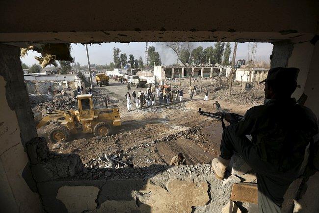 """V sobotu 3. října 2015 afghánské a americké jednotky vybombardovali nemocnici v afghánském Kundúzu. """"Zničení nemocnice v Kundúzu mě zasáhlo, zahynuli tam moji kamarádi. Během psaní jsem ani netušil, že budu psát svým kolegům nekrolog."""""""
