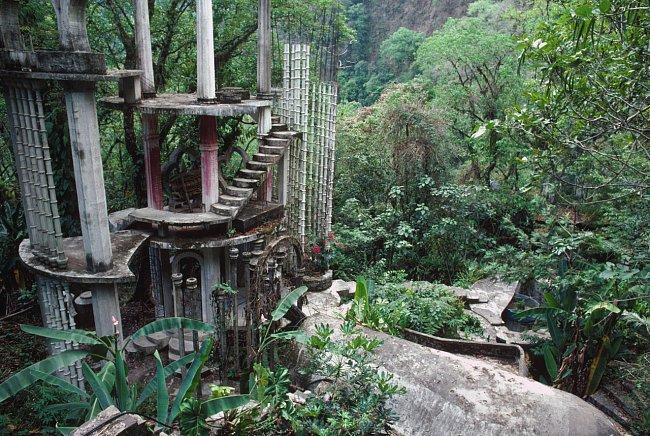 Fantasmagorické stavby britského básníka v mexické džungli