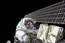 Scott Kelly je ve vnějších prostorách mezinárodní vesmírné stanice již potřetí. Naposledy to bylo v listopadu.