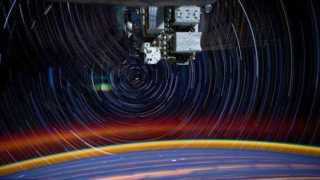 Hypnotická fotografie vesmíru pořízená z vesmíru