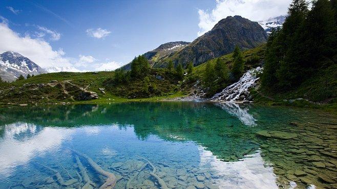 V zemi kozorožců uvidíte švýcarský Grand Canyon a spoustu zvířat. Léto v Alpách je nejkrásnější