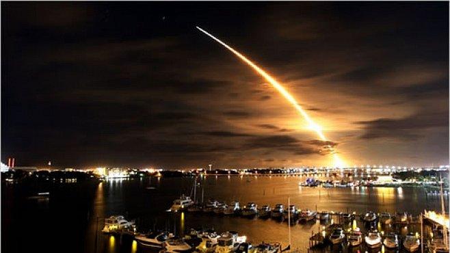 VIDEO: Co se děje s raketami NASA, které spadnou do oceánu?