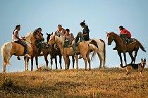 Jezdci odpočívají v den, kdy si připomínají porážku plukovníka Georga Armstronga Custera v roce 1876.