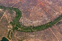 Třetinu kontinentu tvoří bezodtoké pánve. Koryta mnohých řek se zaplňují jen na část roku.