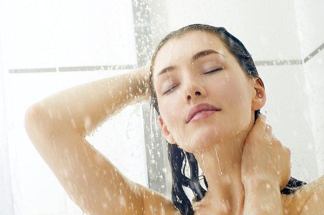 Téměř tři pětiny Čechů (58 %) tráví hygienou nad půl hodinu denně.