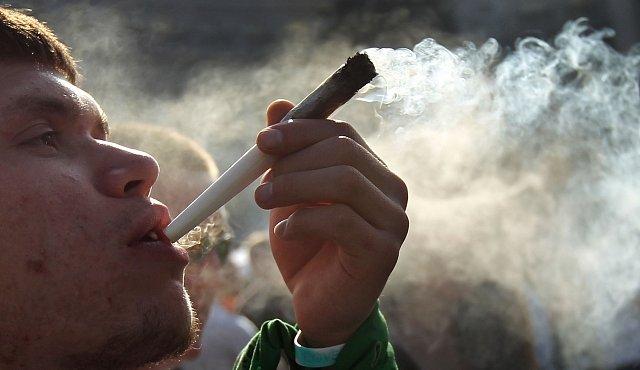 Po marihuaně hraje mozek falešně. Může to vést až ke schizofrenii