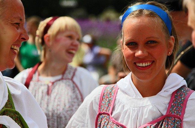 """Ukrajinská tanečnice (včásti dnešní Ukrajiny a volgogradského Ruska přinesli první zemědělci do Evropy i """"geny pro světlou kůži a blond vlasy"""")."""