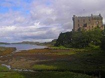 Skotská krajina a hrad