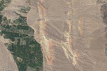 Písmeno H – Řeky mezi barevnými hřebeny v jihozápadním Kyrgystánu
