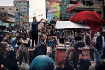 Na rušném sobotním trhu v Rafahu se prodává všechno od ochucené vody a zeleniny až po cukrovou vatu. Velká část zboží putuje z Egypta podzemními tunely.