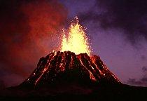 Sopka Puu-Oo chrlí lávu nepřetržitě od roku 1983.