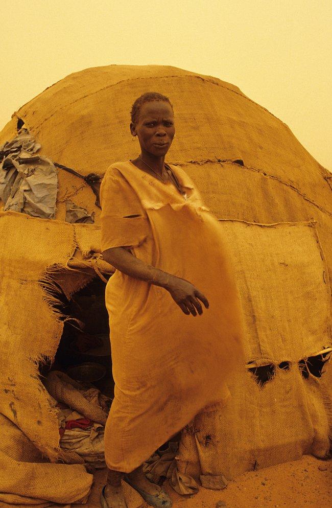 Darfúr je suchá planina s krutými větry zvanými haboob, které rozvíří žlutý písek tak, že není na krok vidět