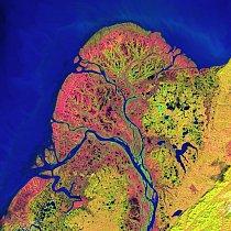 2. místo: Delta Yukonu (22. září 2002)   Jezírka, rybníčky, říčky a slepá ramena – to vše tvoří deltu severoamerické řeky Yukon. Na jihozápadě Aljašky tak existuje jedna z největších říčních delt na s
