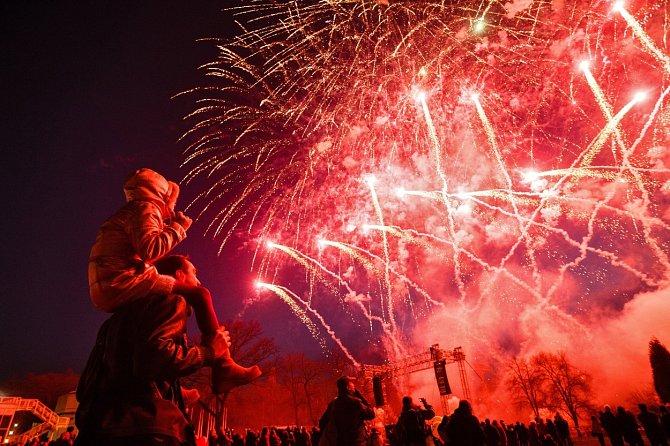 Legislativa v Collecchio mluví jasně - ohňostroje ano, ale bez hluku.