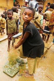 Kromě boje s podvýživou se ČvT v DR Kongo věnuje také zlepšování kvality a dostupnosti zdravotní péče obyvatel konžského venkova a zlepšení přístupu k pitné vodě.