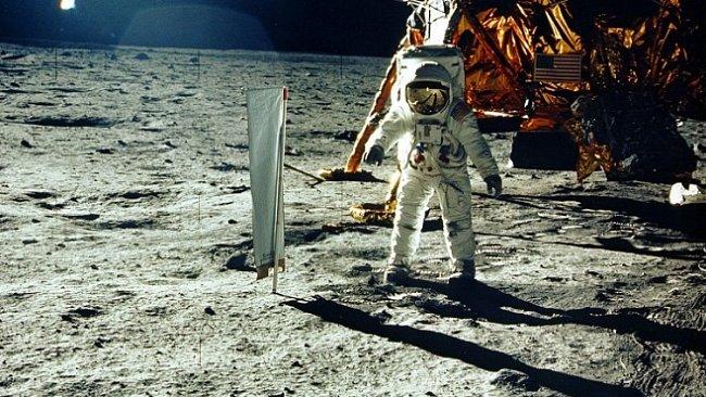 Život astronauta má hodnotu 560 miliard korun. Stejně jako životy 33 tisíc Čechů dohromady