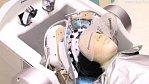 Japonský robot s 24 prsty nabídne mytí vlasů