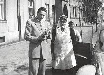 Poslední zastávka na cestě do Afriky byla u maminky doma. K obědu byla svíčková. Rok 1947.