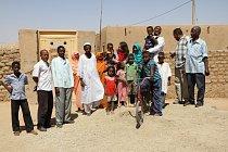 Rozloučení s vesničani po ukončení výzkumu na jaře 2012, vesnice Al Hudžér Abú Dóm, výzkumy ČEgÚ.