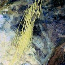 4.místo: Alžírské duny (8.dubna 1985)   Žluté pruhy táhnoucí se přes barevnou mozaiku jsou větrem naváté pískové duny. Tato oblast se nazývá Erg Iguidi a táhne se přes Alžírsko až do Mauretánie. Duny