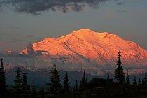 Mount Mc Kinley je svou hmotou a vyzdvižením větší než Mount Everest.