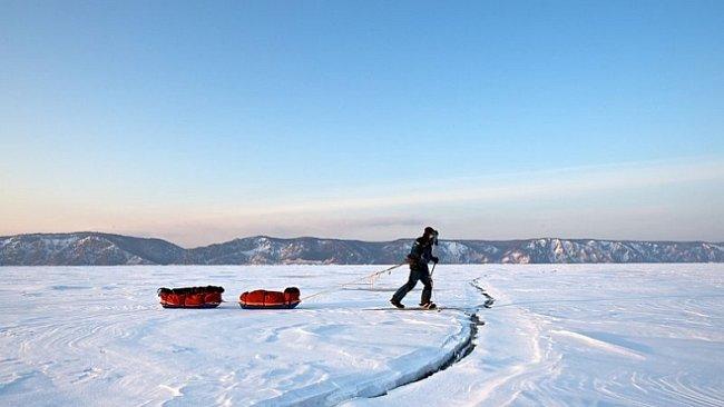Pěšky i na bruslích po zamrzlém Bajkalu. Stovky kilometrů a sám