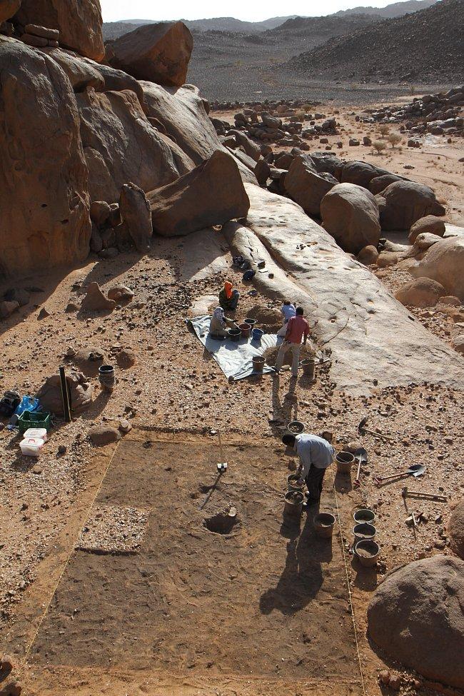 Zahájení výzkumu unikátního pohřebiště na lokalitě Sfinga v roce 2012, pohoří Sabaloka, výzkumy ČEgÚ.