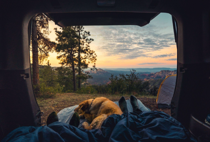 Možná že vám letos na kempování postačí vaše osobní auto.