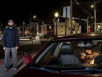 Woodrow Vereen, Jr. jel se dvěma syny, když ho ve státě Connecticut zastavili a prohledali policisté, protože projel na oranžovou. Policii zažaloval za nelegální prohlídku a dostal finanční kompenzaci. Nyní má problém říkat dětem, že policie si mají vážit