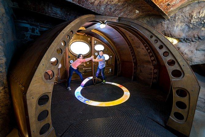 V iQLANDII na vás čekají badatelské aktivity, na čtyři sta interaktivních exponátů v čele s jediným humanoidním robotem v ČR Thespianem a v neposlední řadě hra Dobble.