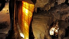Jeskyně Na Pomezí: Podzemní krása utvořená v mramoru. Je také domovem vzácných netopýrů
