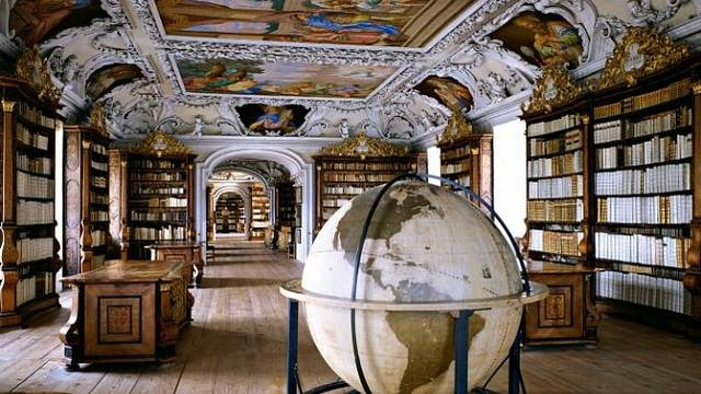 Stiftsbibliothek Kremsmünster, Rakousko: Knihovna v kremsmünsterském opatství uchovává velký počet inkunábulí a Codex Millenarius, knihu z 8. století obsahující všechna čtyři evangelia. Návštěvníci se musejí ohlásit předem.