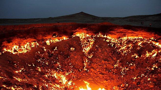 Brána do pekla existuje. Uprostřed pouště v Turkmenistánu ji před 40 lety vytvořil člověk