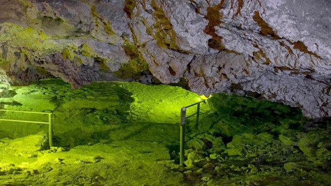 Jeskyně na Turoldu. Největší systém vytvořený v druhohorních vápencích v ČR
