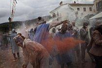 V řeckém městečku Galaxidy se každý rok koná slavná Moučná bitva.
