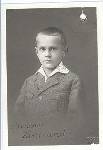 Devítiletý Mireček Zikmund s vlastnoručním podpisem. Rok 1928.